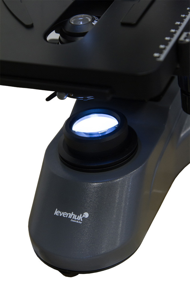 Mikroskop Levenhuk D740 T digitální